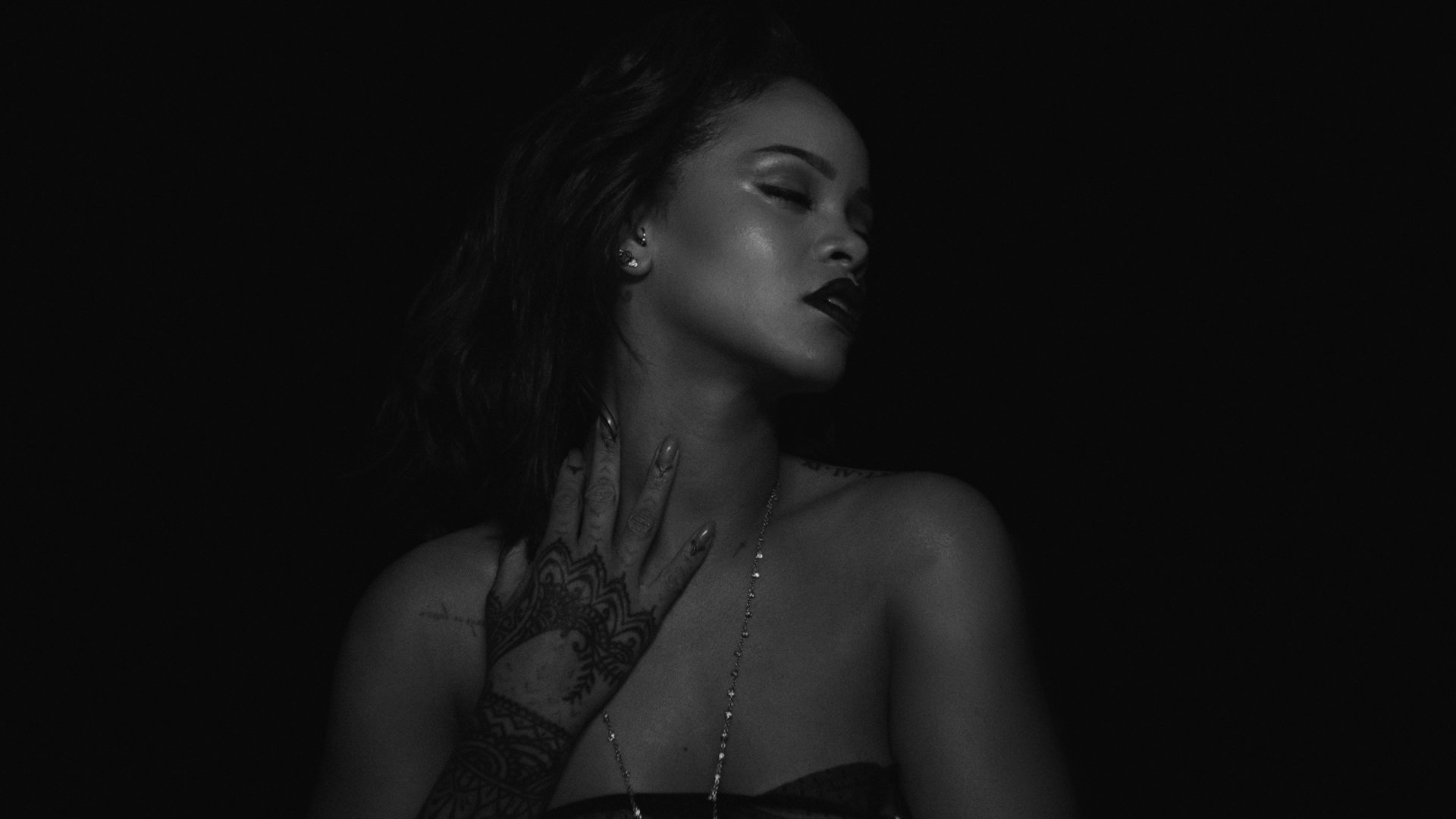Rihanna kiss it better